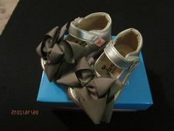 NEW BABY TODDLER SILVER LEATHER SHOES W/ DETACHABLE BOWS VEL